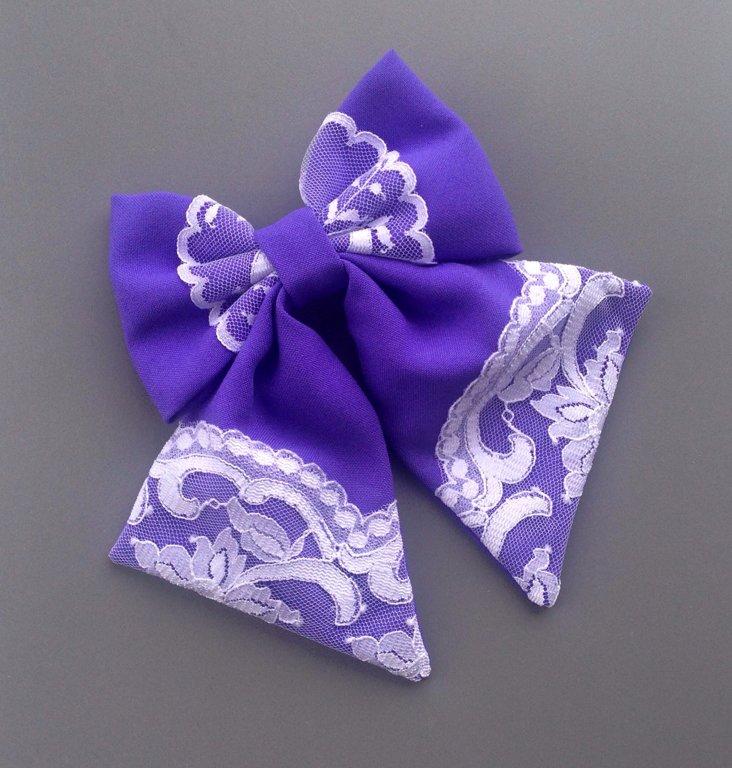 Maigi violets ar baltu mežģīni