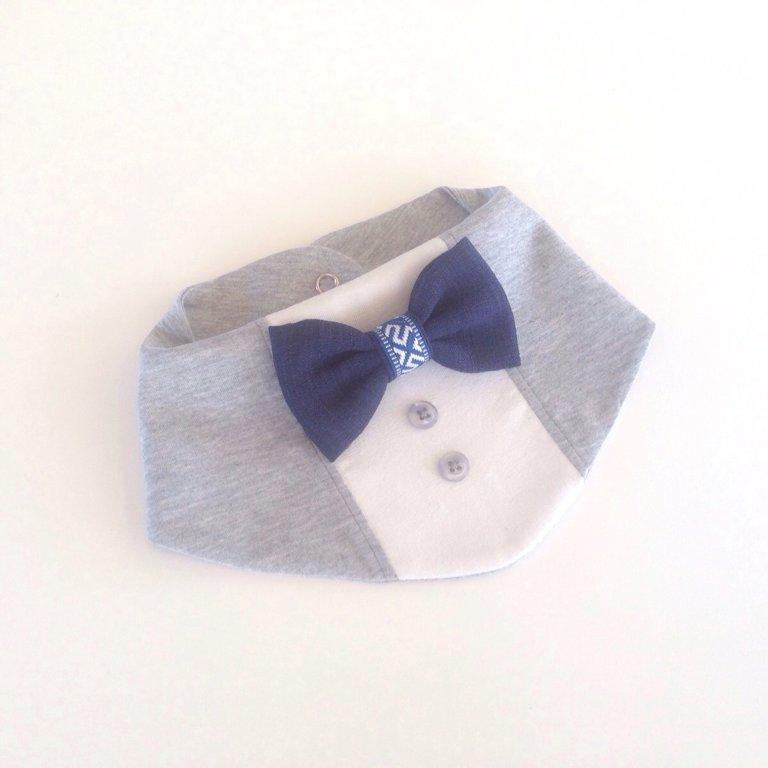 Ar zilu tauriņu un latvisku lentīti