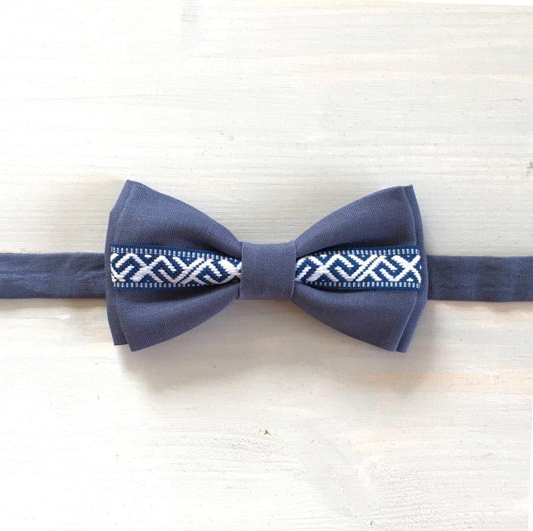 Pelēkzils lina tauriņš ar Jumja zīmes lentīti