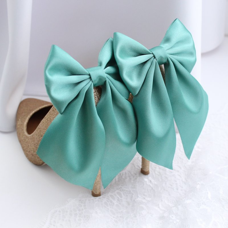 Zaļas kurpju bantes