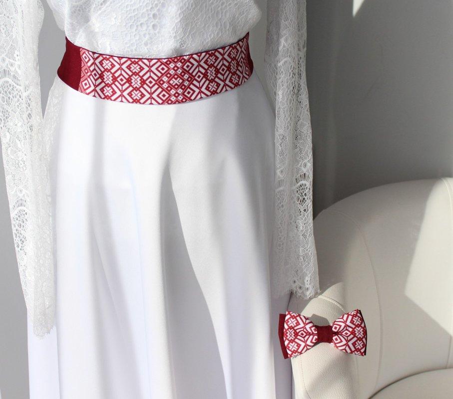 Stilizēta Lielvārdes josta un tauriņš