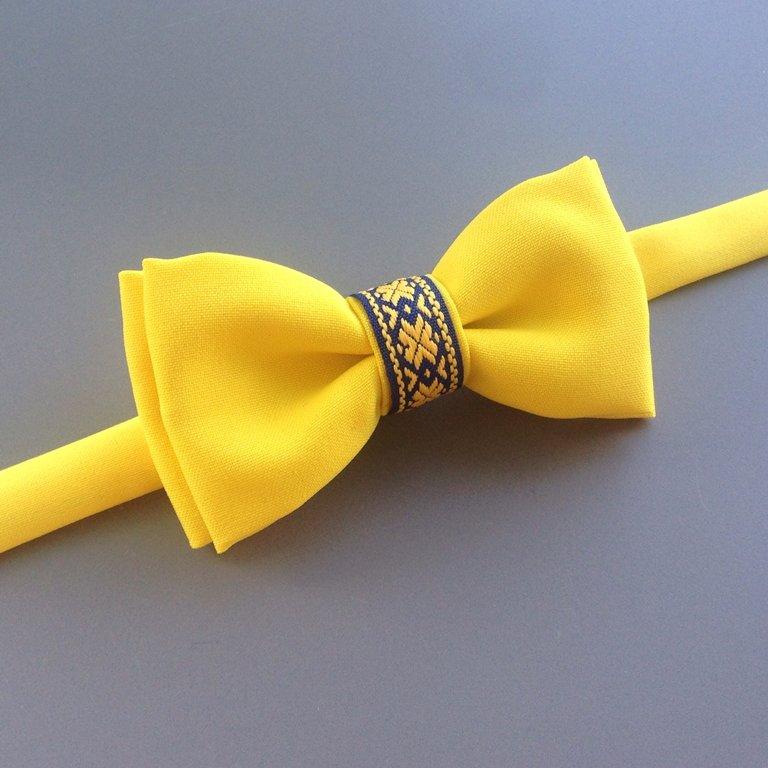 Dzeltens ar Ausekļa zīmes lentīti