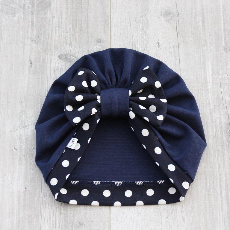 Zila turbāncepure ar punktotu banti