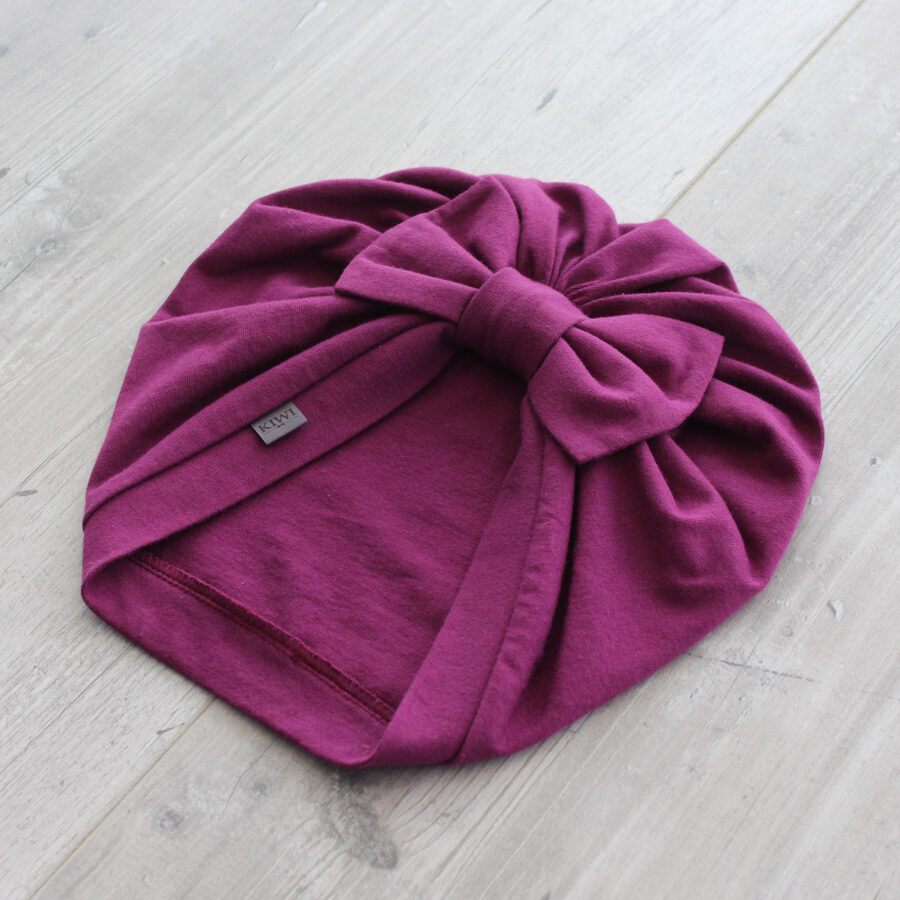 Tumši violeta turbāncepure