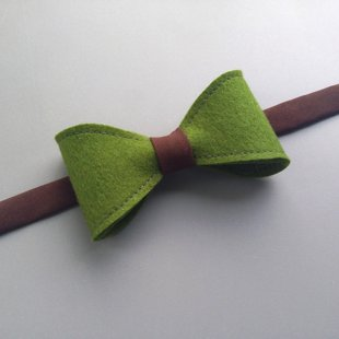 Zaļš ar brūnu filca tauriņš