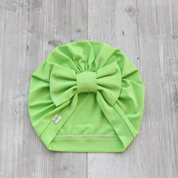 Gaiši zaļa turbāncepure