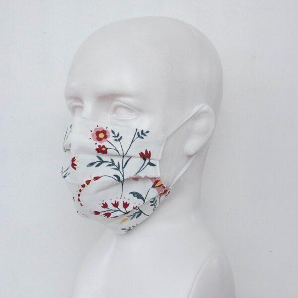 Balta sejas maska ar ziediņiem